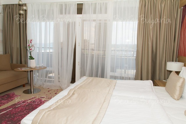 Отель и Казино Европа11