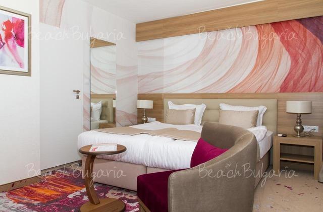 Отель и Казино Европа10