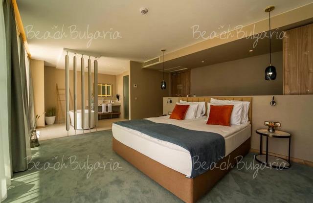 Wave Resort19