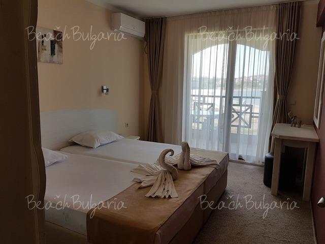 Отель Toma's Residence9